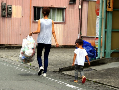 子どもと一緒にゴミ出しをしよう